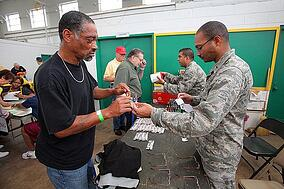 Homeless_vets_get_a_hand_up_120928-F-AL508-026