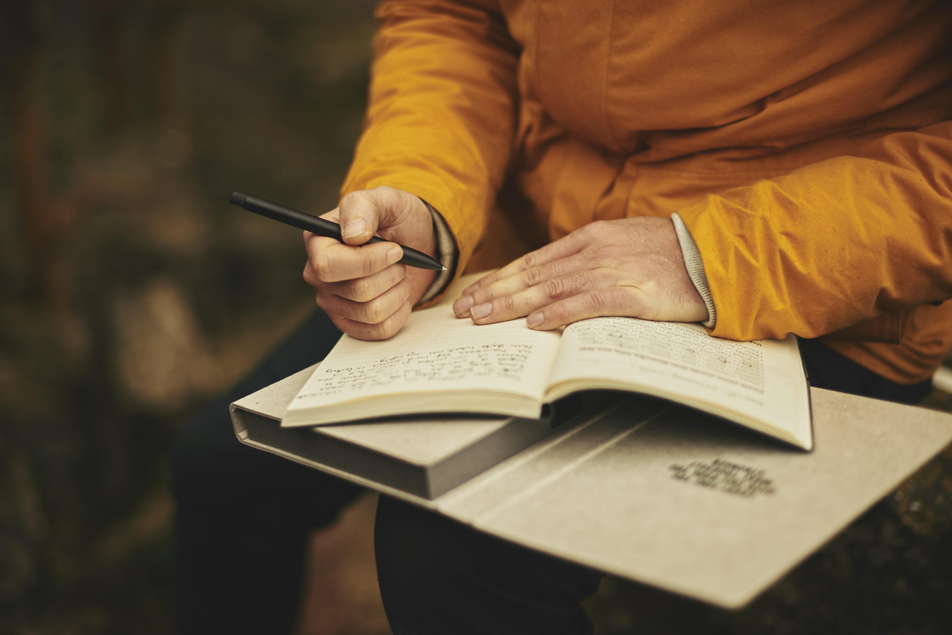 notebook-writing-man-book-person-blur-921665-pxhere.com